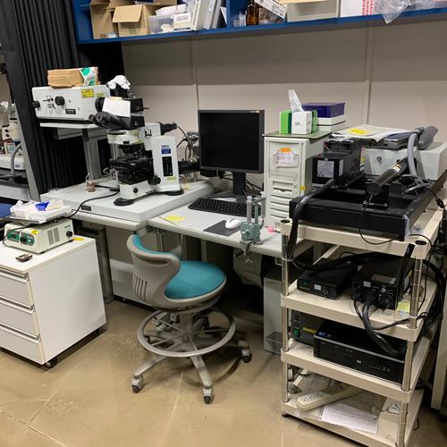共焦点レーザー顕微鏡です。<br>DECI BIol. Labでは、この顕微鏡がないと非常に困ったことになります。<br>そろそろ新しいのが欲しいですね。